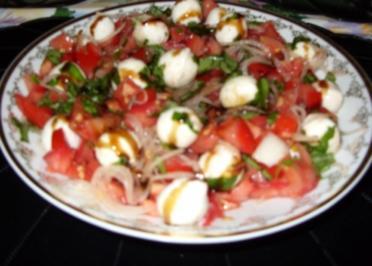 Mozarella-Tomaten-Basilikum-Salat - Rezept