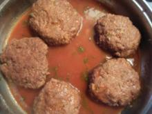 Kräuterfleischküchle in Rotweinsauce - Rezept