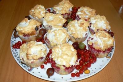 Beerenmuffins mit Baiserhäubchen a la Kräuterhexe - Rezept