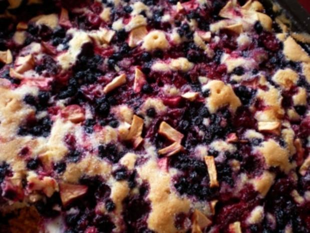 Beerenkuchen mit Kirschen - Rezept
