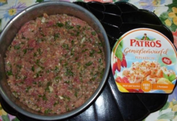 Hackfleischtorte mit Tomaten-Reis und Tsatsiki-Sauce - Rezept - Bild Nr. 3