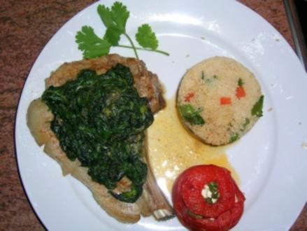 Kalbskotelett mit gratiniertem Blattspinat, Gemüsecouscous, gefüllte Tomate mit Schafskäse - Rezept