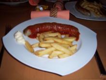 Currywurst mit Pommes rot/weiß - Rezept