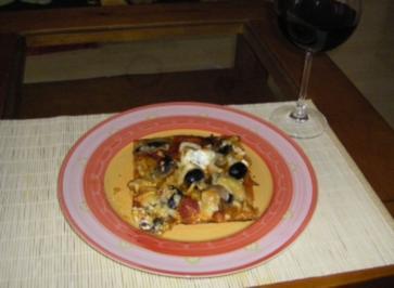 Pizza mit Chorizo und Anchovis - Rezept