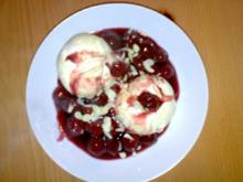 ** Dessert & Süßes ** Vanilleeis mit heißen Kirschen und Mandelblättchen - Rezept