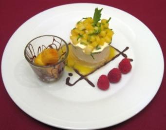 Karamellisierte Ananas mit Sauerrahm-Limetten-Parfait und Minze - Rezept