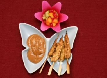 Hähnchen Satay mit Erdnusssoße und fruchtigem Salat (Nina Vorbrodt) - Rezept