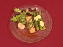 Lachsfilets in Ahornbeize mit grünen Spargelspitzen und Jacobsmuscheln (Bill Mockridge) - Rezept