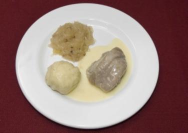 Eisbein sächsischer Art mit Klößen und Sauerkraut an feiner Meerrettichsoße (Rico Rex) - Rezept