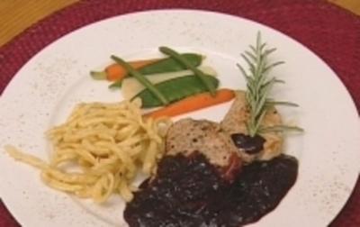 Kalbsfiletmedaillons an Rotwein-Soße mit Kräuterspätzle und Gemüsejalousie - Rezept - Bild Nr. 16