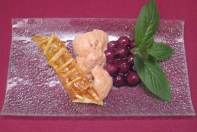 Aprikosen-Tarte mit Kirsch-Bier-Eis - Rezept