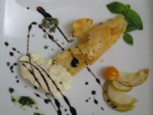 Parmesaneis in der Parmesanhippe an einer Reduktion von Balsamico - Rezept