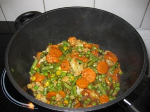 Quark-Hackbällchen auf buntem Gemüsereis - Rezept - Bild Nr. 3