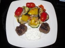 Grillgemüse mit Hackfleischbällchen und frischem Dip - Rezept