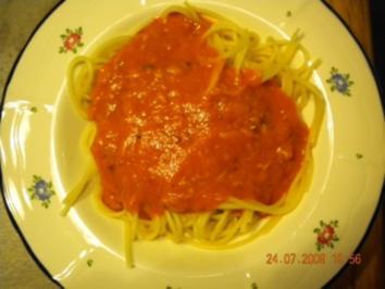 Nudeln mit Tomaten-Thunfisch-Soße - Rezept