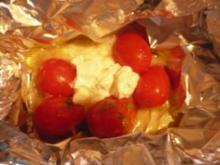 Strauchtomaten - Ziegenkäse -Päckchen vom Grill - Rezept