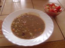 Linseneintopf - Tomatensalat mit eingelegtem Schafskäse - Rezept
