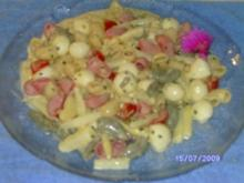 Bunter Nudelsalat mit Tomate und Mozzarella - Rezept