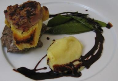 Rinderfilet Rossini mit Brioche, Gänseleberpastete und Zuckerschoten - Rezept