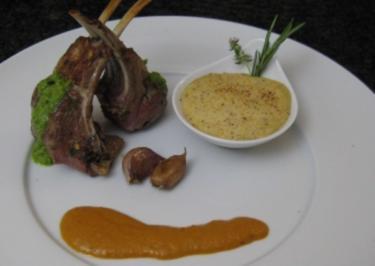 Chimichurri Lamm an Mandelpolenta und Paprikasoße - Rezept