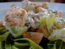 Pasta mit Lachs und Gurke in Ziegenkäserahm - Rezept