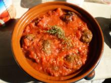 Fleischbällchen in roter Sauce - Rezept