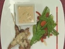 Rumpsteak-Spieße an Erdnuss-Kokos-Soße mit frischem Asia-Gemüse - Rezept
