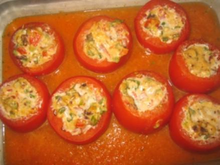 Gratinierte Tomaten mit Käse-Gemüse-Füllung - Rezept