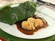 Gegrillte Früchte im Bananenblatt mit asiatischer Karamellsoße und gefüllter Litschi (Maite Kelly) - Rezept