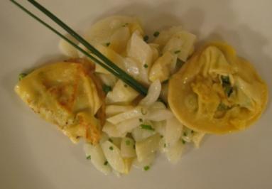 Ravioli gefüllt mit grünem Spargel an weißem Spargel-Vanillesalat - Rezept