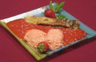 Vanille-Schaumcrepe mit Erdbeer-Limettenmousse auf Erdbeerspiegel - Rezept
