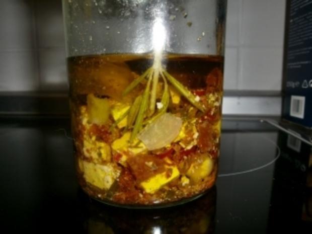 Feta in Kräuter-Knoblauch-Öl (einlegen) - schmeckt wie bei Christos - Rezept - Bild Nr. 2