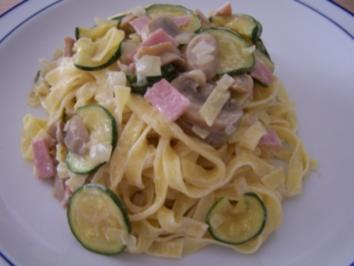 Nudeln mit Zucchini und Käse-Sahne-Sauce - Rezept