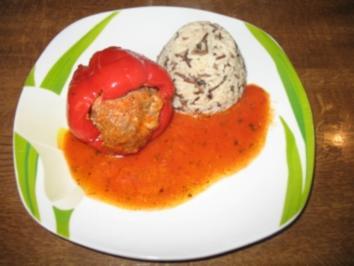 Gefüllte Paprika auf Tomatensauce - Rezept