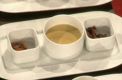 Mais-Curry-Schaumsuppe mit Schweinebauch und Berbere (Lucy Diakovska) - Rezept