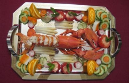 Gefüllte Kokosnuss mit Hummer und Shrimps - Rezept