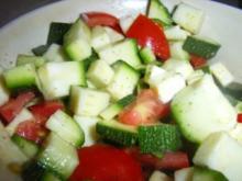 Grün und Rot in selbstgemachten weiß-grünen Schwimmigpool - Rezept