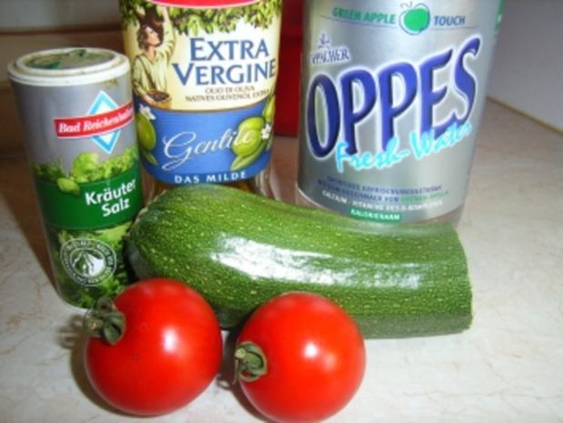Grün und Rot in selbstgemachten weiß-grünen Schwimmigpool - Rezept - Bild Nr. 2