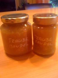 Traubenkonfitüre mit Mandeln - Rezept