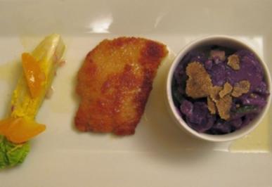 Wiener Schnitzel mit Kartoffelsalat und fruchtigen Römersalatherzen - Rezept