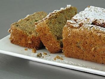 KUCHEN - Möhrenkuchen mit Rosinen und Pistazien - Rezept