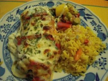 Putensteaks an mediterranem Gemüse mit Mozzarella überbacken - Rezept