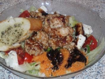 Sommersalat mit Putenstreifen im Sesammantel - Rezept