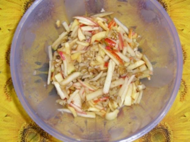 Apfelsalat mit Nüssen - Rezept