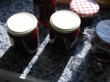 Sauerkirschkonfitüre mit Vanille und Kirschlikör - Rezept