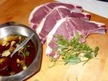 Wildschwein-Kotelett mit Pfifferlingen und Rosmarin-Kartoffelpuffer - Rezept