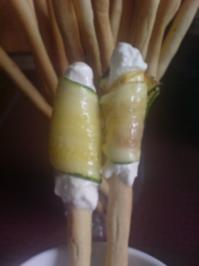 "Rezept: Fingerfood ""Grissini mit Zucchini"""