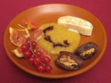 Quarkstrudel Cato der Ältere mit Pfirsichpüree und süßen Orient-Köstlichkeiten - Rezept