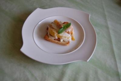 Schlemmertoast á la Ossy mit glacierten Früchten und Ziegenbutterkäse überbacken - Rezept