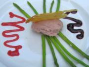 Putenmousse mit grünen Spargelspitzen an Himbeerdressing - Rezept